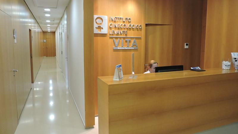 primera visita a una clínica de fertilidad